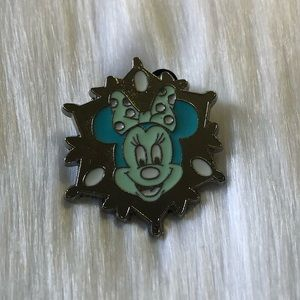 🔮 5/$25 Minnie Mouse Snowflake Pin